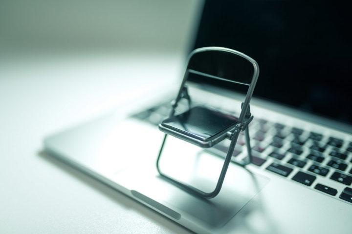 パソコンと椅子