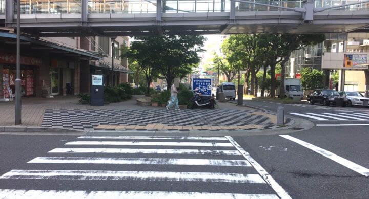歩道終わりの横断歩道